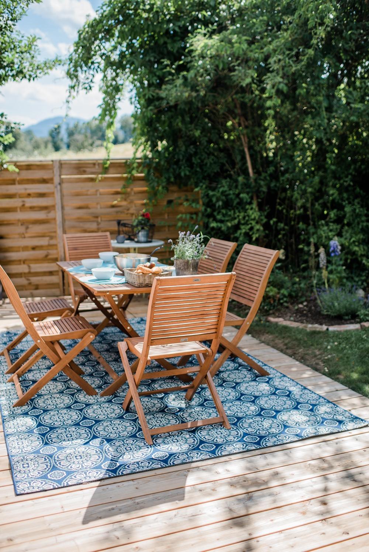 garten teppich amazing beispiele wie leuchtend bunte teppiche akzente im raum setzen with. Black Bedroom Furniture Sets. Home Design Ideas